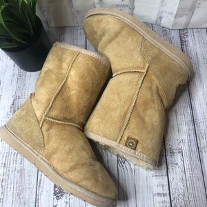 AUTHENTIC UGG blond/tan snow boots
